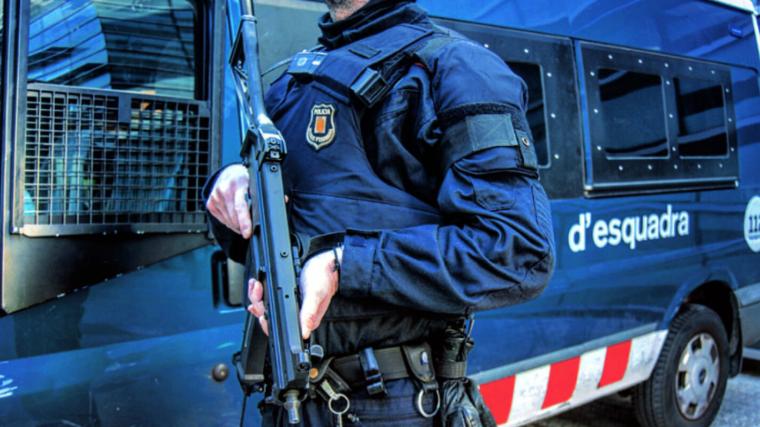 Un agente del ARRO de los Mossos d'Esquadra en una imagen de archivo.