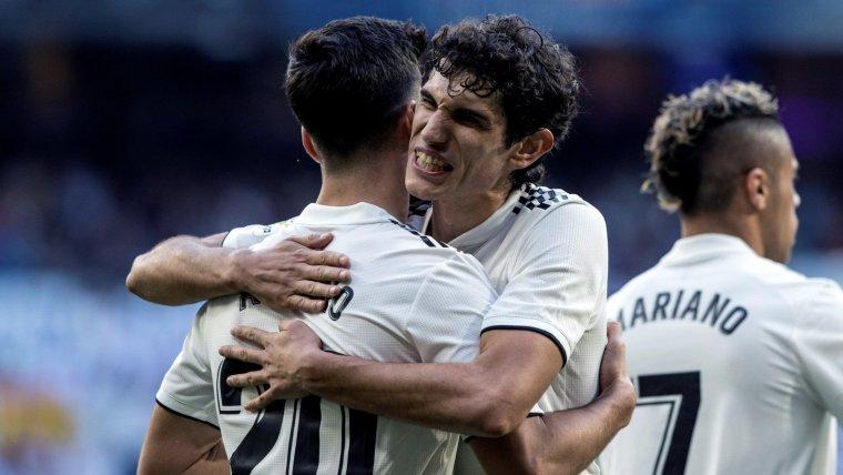 Vallejo i Asensio celebren un gol del Madrid contra el Melilla.