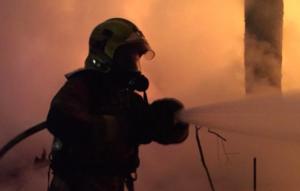 Actuació dels bombers en l'incendi de barraques