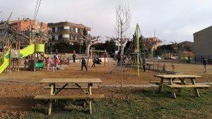 Al costat del parc infantil de Vimbodí queda una zona que en un futur podrà d'acollir una pista multiesportiva i un petit skate park.
