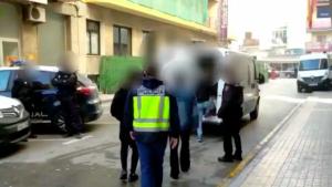 Cinc detinguts per agredir a l'exdona d'un membre de la seua família a Benidorm