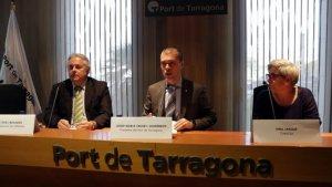 El director general de CIMALSA, Enric Ticó amb el president del Port de Tarragona, Josep Maria Cruset i Fina Jarque, directora economia-financera de CIMALSA