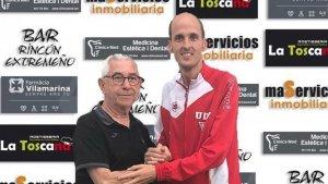 El tècnic del Viladecans, Raúl Paje, a la dreta