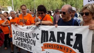 Els membres de la Marea Pensionista de Cerdanyola en una manifestació