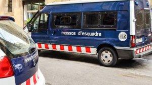 Els tres homes van ser detinguts mentre intentaven robar en un domilici de Terrassa.
