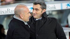 Ernesto Valverde i Paco López, abans del Barça-Llevant de Copa del Rei.