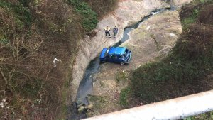 Ferida greu la conductora d'un vehicle que ha caigut d'un pont a Berga