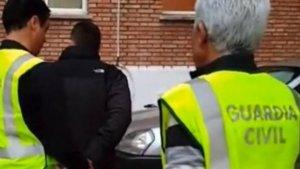 Imagen de archivo de una detención de la Guardia Civil
