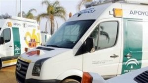 Imagen de archivo de varias ambulancias del 061 de Andalucía