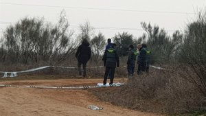 Imagen de la Guardia Civil en el lugar en el que se halló el cuerpo de la mujer asesinada