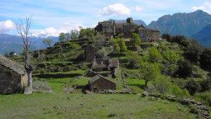 Imagen de un pueblo o aldea abandoando en venta en España
