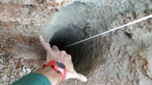 Imagen del pozo por el que se cayó Yulen, de 2 años, en Totalán, Málaga