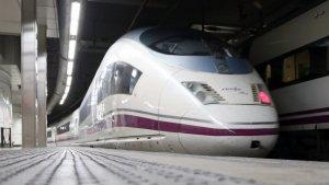 Imatge d'arxiu d'un tren AVE, a l'estació de Sants de Barcelona