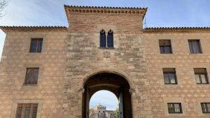 Imatge de la Porta Daurada de Poblet.