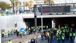 Imatge dels taxistes, bloquejant la ronda Litoral