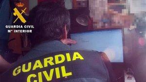 La Guardia Civil ha requisado el material y se investiga al hombre