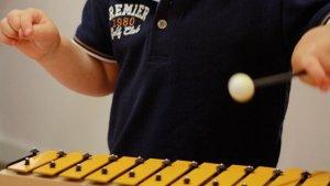 La música és el centre del taller per a nadons del Museu Pau Casals.