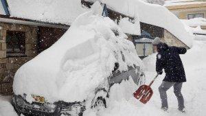 La neu no dona treva al centre i est d'Europa