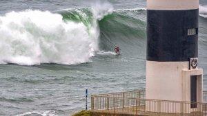 La ola gigante Panchorro ha llegado esta semana en Ribadeo, Galicia