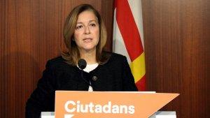 La presidenta del grup municipal de Cs a l'Ajuntament de Barcelona, Carina Mejías, en roda de premsa.