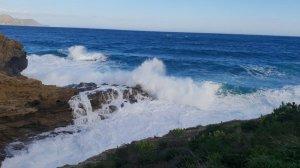 La tramuntana està provocant una alteració del mar a la Costa Brava
