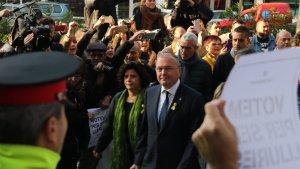 L'alcalde de Reus, Carles Pellicer, i la regidora Montserrat Vilella entrant al jutjat de Reus