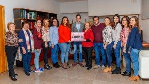 Les falleres majors de Mislata recapten 4.002€ per a la lluita contra el càncer