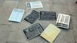L'Esquerra independentista retira plaques franquistes dels carrers de Tarragona