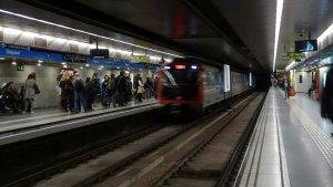 L'home havia caigut a les vies del metro a la Diagonal L5