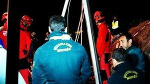 Los equipos de rescate trabajan sin parar para localizar y subir a la superficie al pequeño