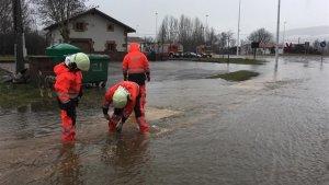 Los ríos en Cantabria, Asturias y País Vasco bajan con mucho cabal y ponen en alerta máxima a las autoridades