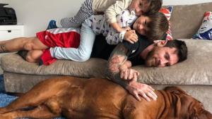 Messi ha compartit una tendra foto amb els seus fills i el seu gos