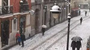 Nevando en la Calle Ancha de León
