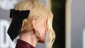 Nicole Kidman lució un lazo de terciopelo negro en el pelo