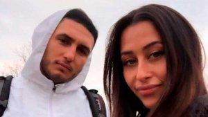 Omar con su nueva chica