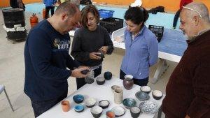 Persones participant en un dels tallers dels centres cívics de Tarragona