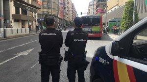 Dos policías nacionales