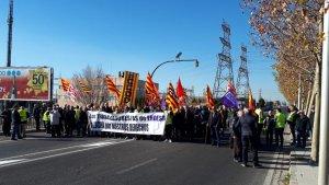 Treballadors i jubilats d'Endesa a Tarragona han tallat l'N-340 aquest dimarts al matí.