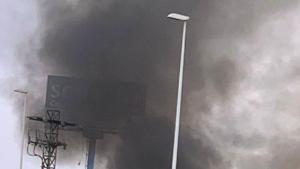 Un incendi crema una planta de reciclatge a Sant Antoni de Benaixeve