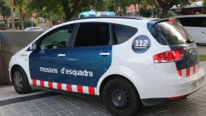 Un vehicle dels Mossos d'Esquadra va trobar el vehicle on s'amagaven els 9.000 euros falsos.