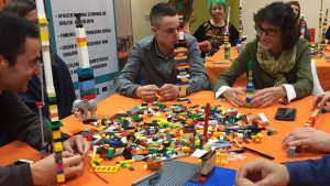 Una de les activitats va ser construir la torre més alta. Això va posar de manifest la personalitat de cada participant.