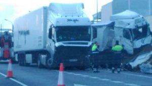 Una imatge de l'accident entre dos camions aquest divendres al matí a Alcover.