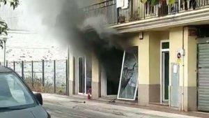 Una persona ha resultat ferida en l'explosió d'un taller mecànic a Tossa de Mar