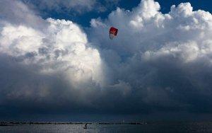 Vuelven las nubes gruesas, los chubascos y el ambiente invernal este jueves y el resto de semana