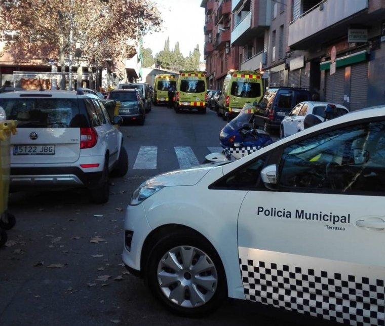 Ambulàncies i policia han atès la trucada