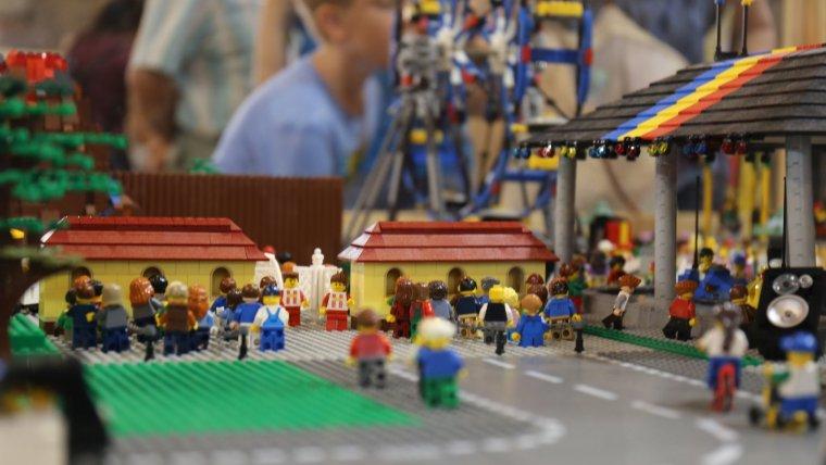 Playmobil i LEGO, denunciats per no etiquetar en català les seves joguines