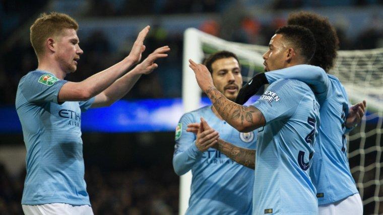 Els jugadors del City celebren un dels gols de Gabriel Jesus contra el Burton Albion.