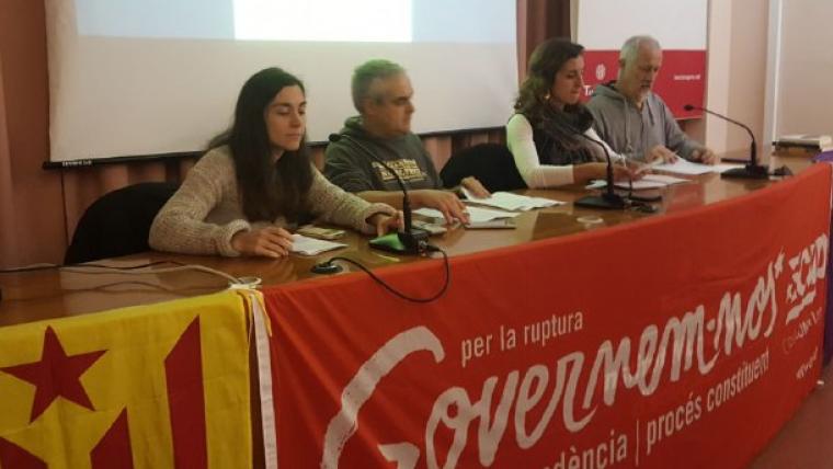 Els membres de la CUP Tarragona que han fet balanç del seu pas pel consistori davant unes 50 persones