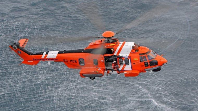 Helicóptero de Salvamento Marítimo ha visualizado la zona para ver si se encuentra al hombre desaparecido