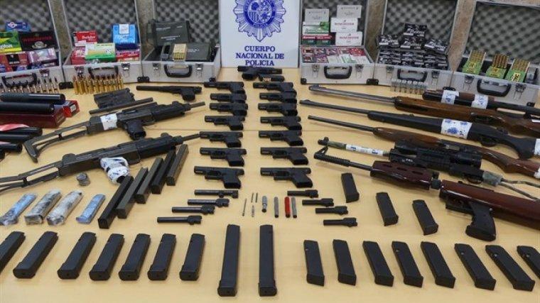 Imagen de las armas intervenidas por la Policía Nacional